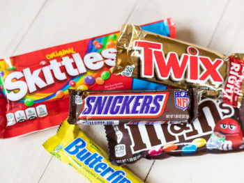 Snickers Bars As Low As .25 At Kroger (Plus Cheap M&Ms Chocolates)